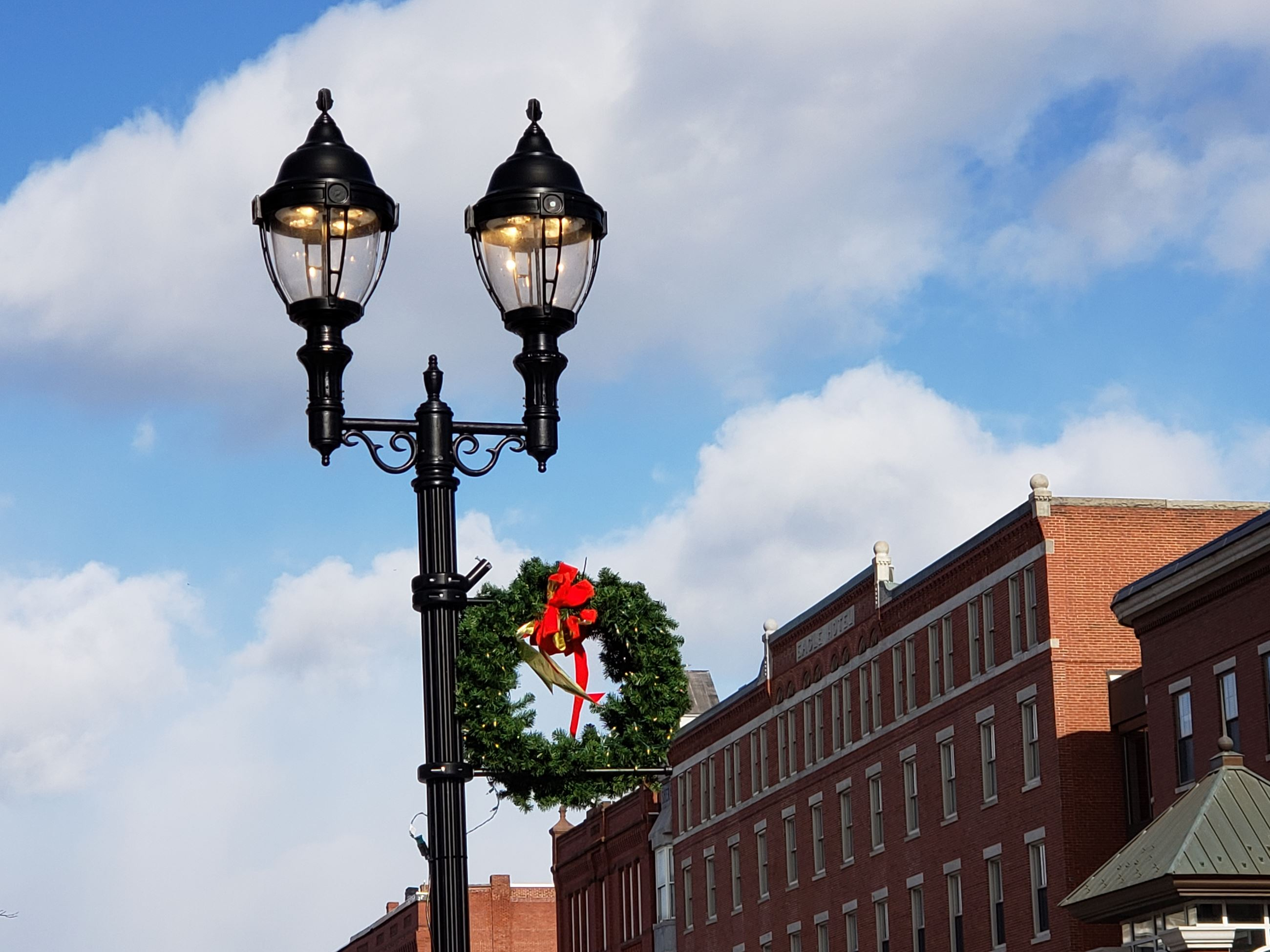 light post with wreath